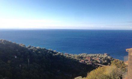 Chỉ ngồi đó và không làm gì – Những điều tôi học từ ban công nước Ý