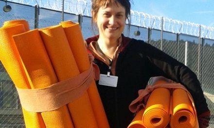 Bên ngoài phạm vi lớp học yoga tại studio: những điều tôi học được khi dạy yoga trong tù