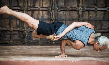 Các môn thể dục dụng cụ, uốn dẻo và mạng xã hội đang thay đổi yoga theo hướng không tốt